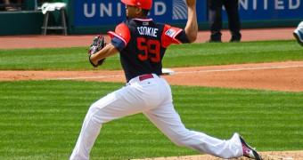 Baseball player throwing pitch
